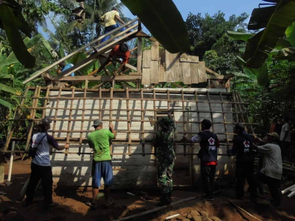Gelar Bakti Sosial, PMI dan Kodim Batang Pugar Rumah