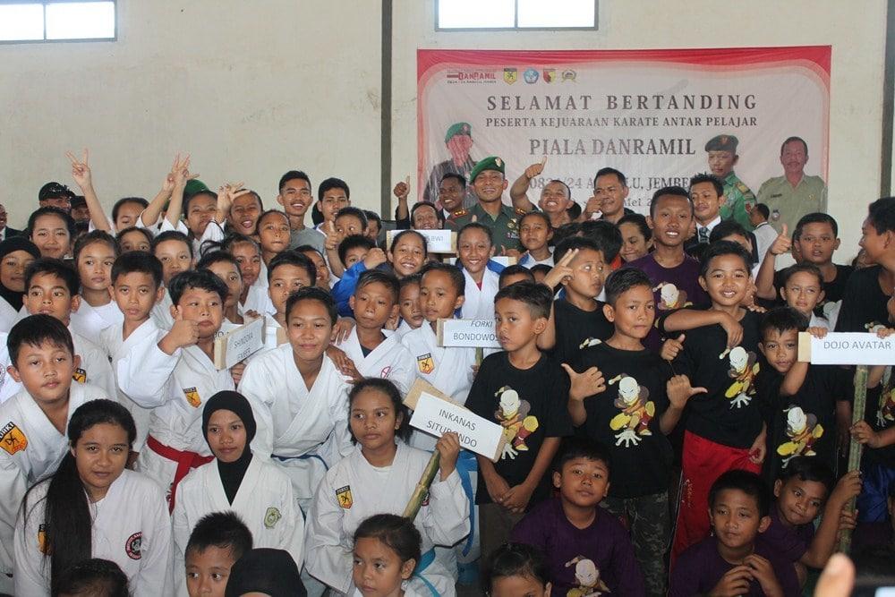 Jaring Atlet Berprestasi Lewat Kejuaraan Karate Antar Pelajaran