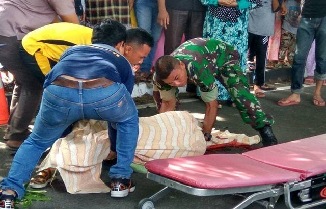 "Babinsa ""Ingin Jaya"" Bantu Evakuasi Kecelakaan Beruntun di Aceh Besar"