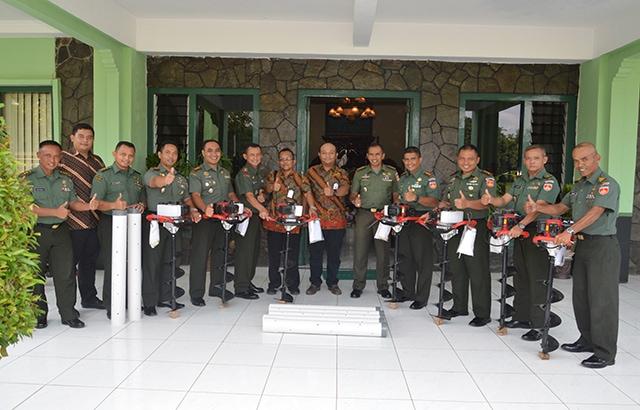 Penyerahan Peralatan Biopori di Makorem 074/ Warastratama Surakarta