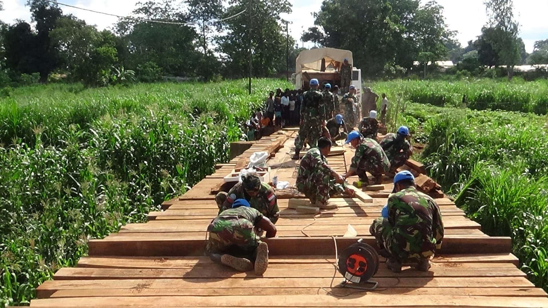 Kontingen Garuda Renovasi Jembatan di Desa Sibut-Afrika