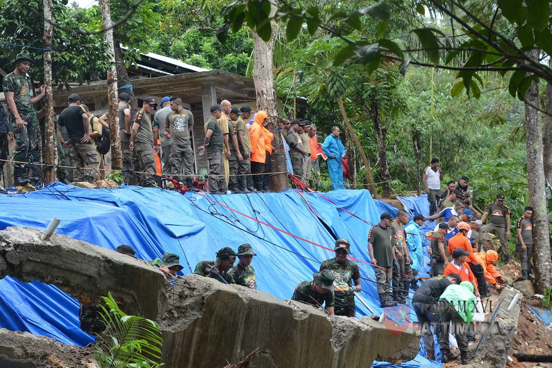 Kehadiran TNI di Tengah Masyarakat Sangat Membantu