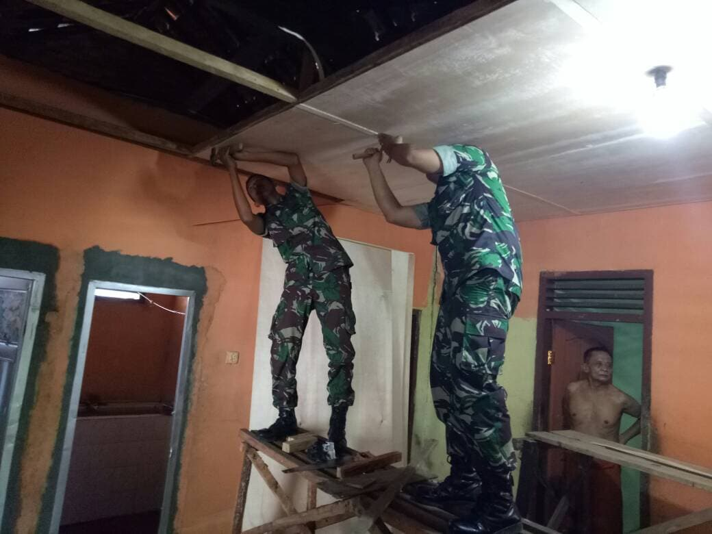TNI Hargai Perjuangan Para Veteran, Kodim Bedah Rumah Veteran