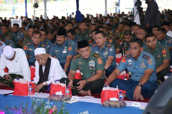 Panglima TNI Buka Puasa Bersama Ribuan Masyarakat Jawa Timur