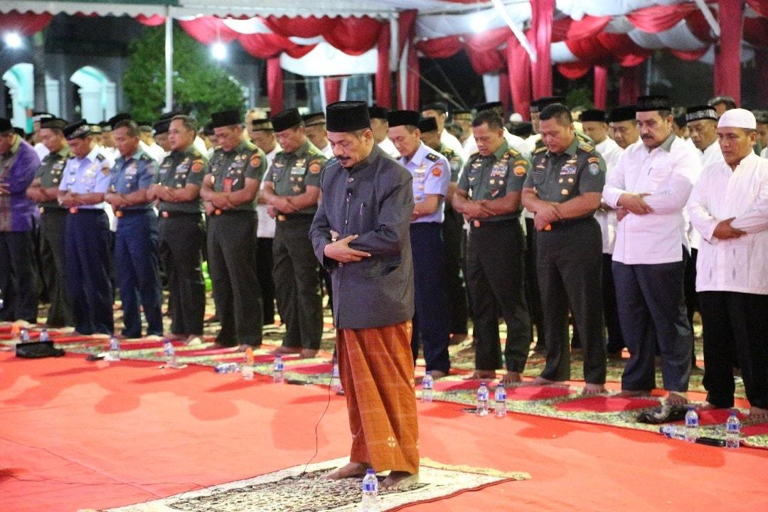 Safari Ramadhan Panglima TNI Bersama Anak Yatim di Banda Aceh
