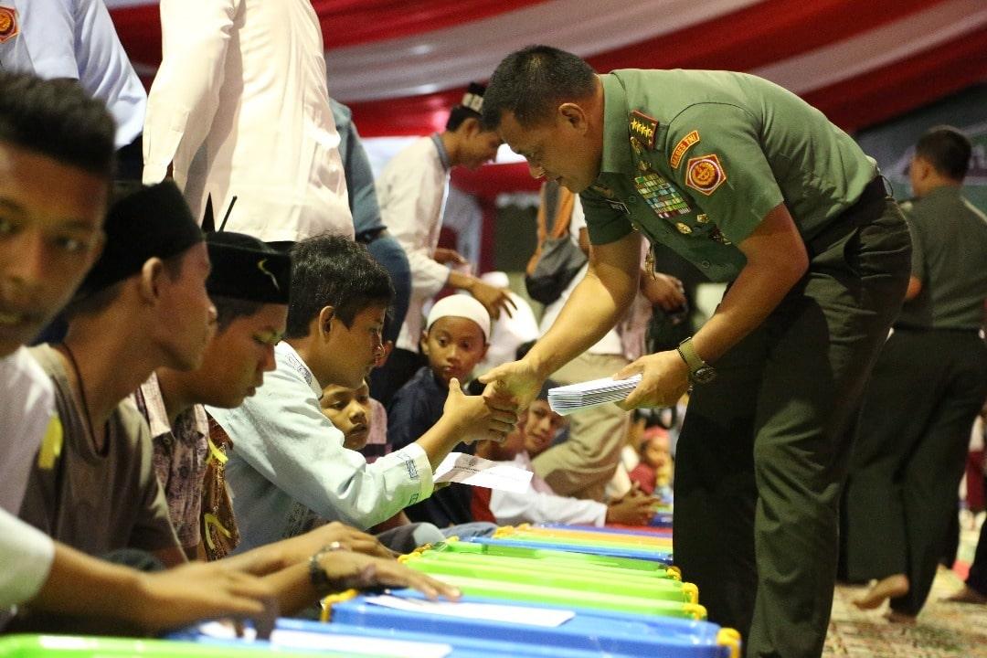 Panglima TNI Beri Santunan Kepada Anak Yatim se-Kota Banda Aceh