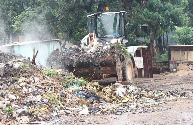 Kontingen Garuda Pembersihan Sampah di Universitas Bangui Afrika