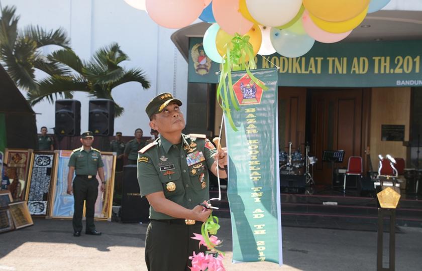 Kodiklat TNI AD Selenggarakan Bazar Murah