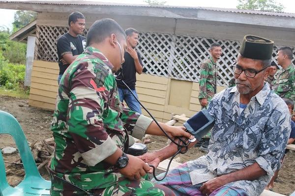 Wujud Kecintaan TNI Kepada Masyarakat, Ton Kes Yonif 112/DJ Gelar Pengobatan Gratis