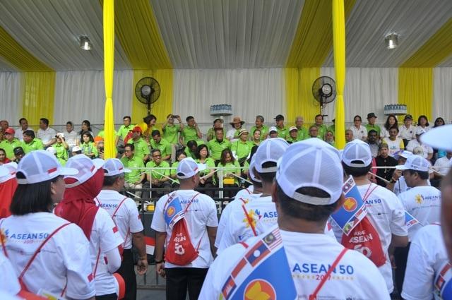 Panglima TNI Hadiri Parade 50 Tahun ASEAN