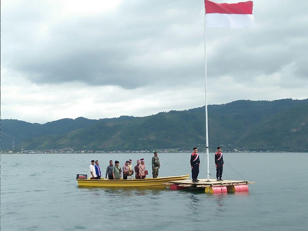 Unik Tapi Nyata, Upacara Peringatan HUT Ke- 72 RI di Danau Lut Tawar