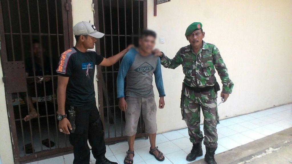 Babinsa Peurlak Timur Menangkap TNI Gadungan
