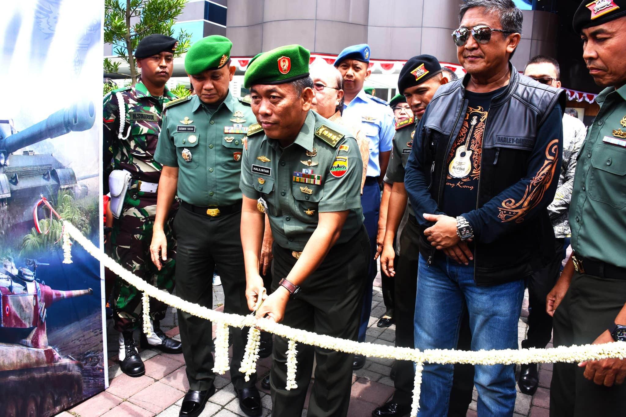 TNI Gelar Pameran Alutsista Sebagai Bukti TNI Manunggal Dengan Rakyat