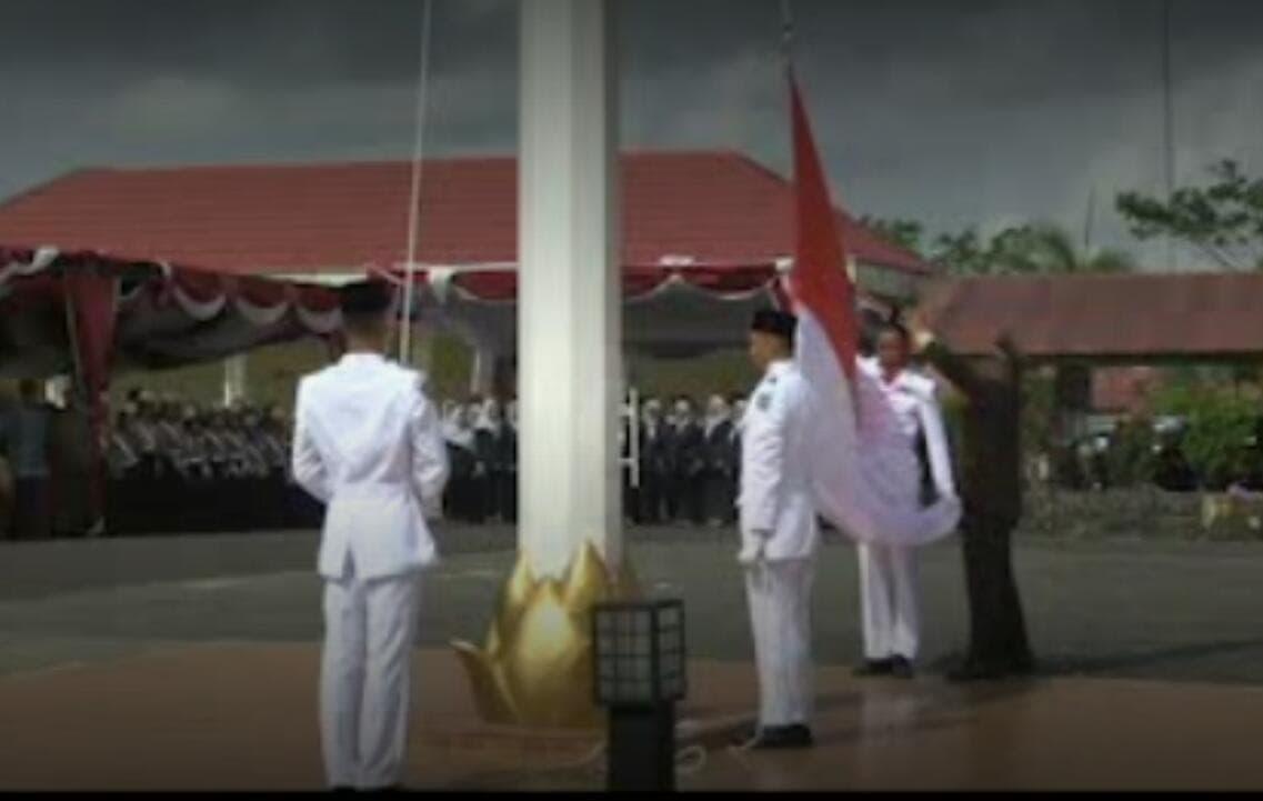 Berkat Kesigapan Prajurit TNI, Upacara Bendera Kembali Khidmat