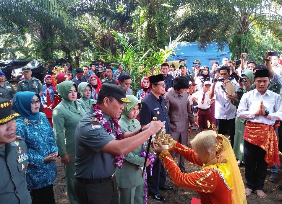 Advertorial: Pangdam II Sriwijaya Tutup TMMD ke 99 di Seluma