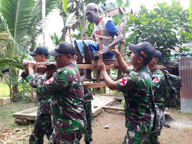 """""""Door to Door"""" TNI Dan Dinkes Keerom gelar Patroli Kesehatan di Perbatasan """""""