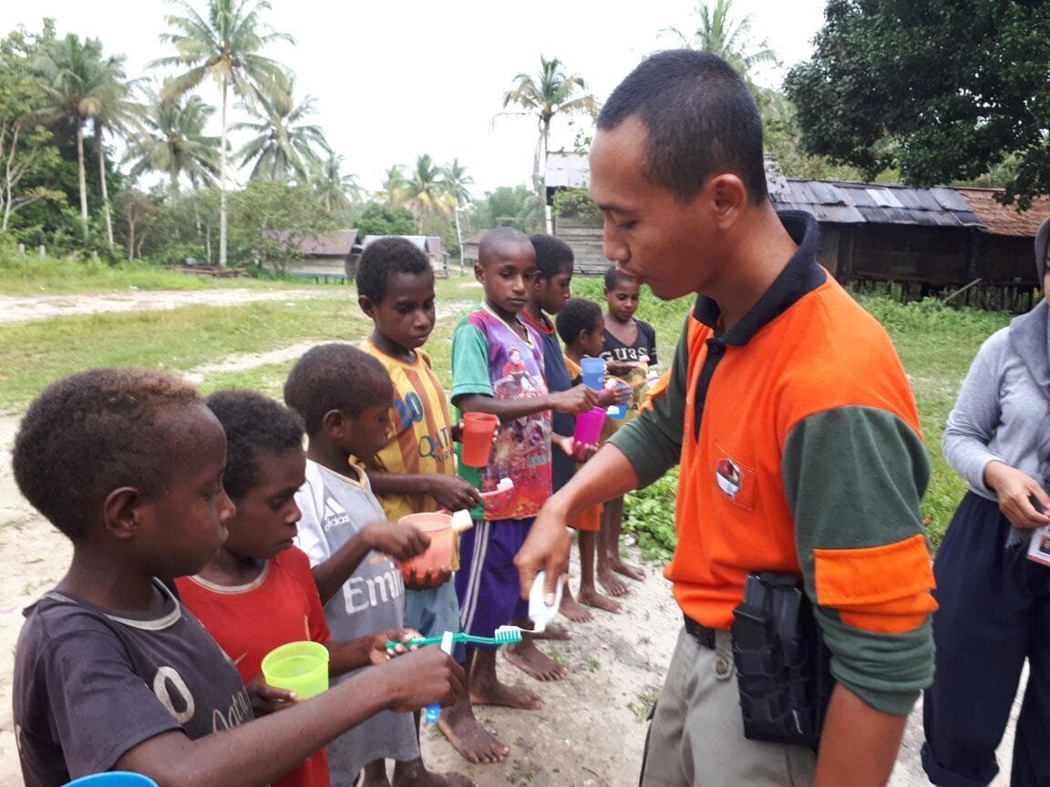 Tim Ekspedisi NKRI Ajari Metode Belajar Bagi Anak-Anak PAUD di Asmat