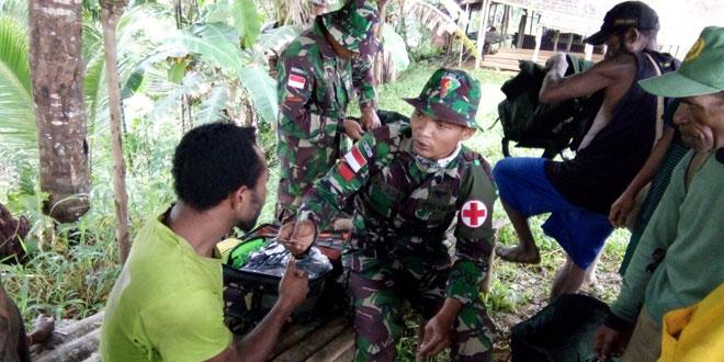 TNI Wujudkan Kepedulian Sosial, Sembari Pengecekan Patok Batas RI-PNG