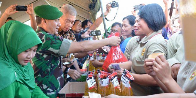 Bazar Murah dan Pemberian Paket Sembako untuk Masyarakat Jateng