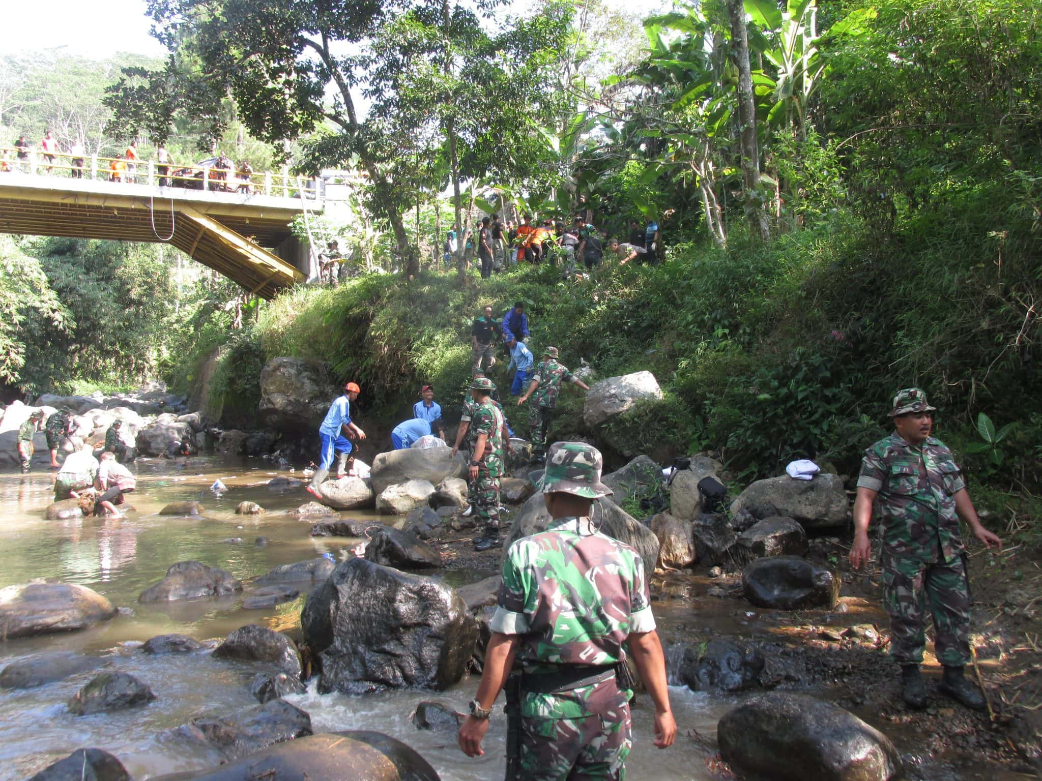 TNI Peduli Kebersihan, Kodim Ajak Warga Bersihkan Sungai Bogowonto