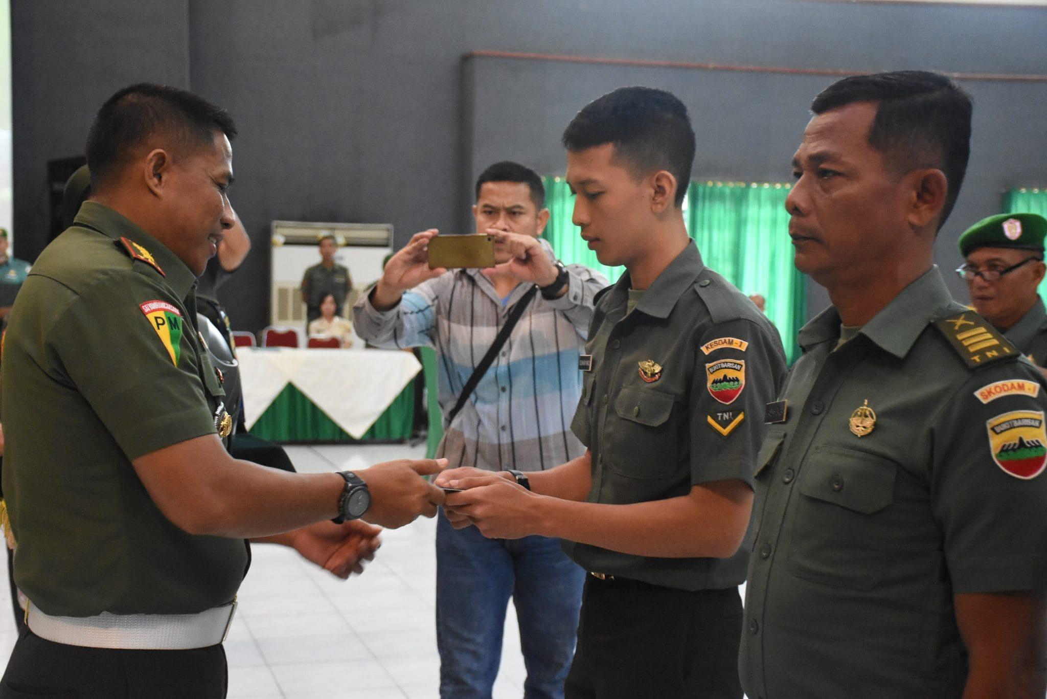 Tingkatkan Disiplin Berlalu Lintas, Pomdam Bagikan SIM Dan Helm Gratis