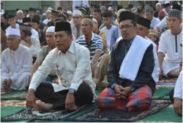Ribuan Umat Islam Sholat Idul Adha di Lapangan Makodam II/ SWJ