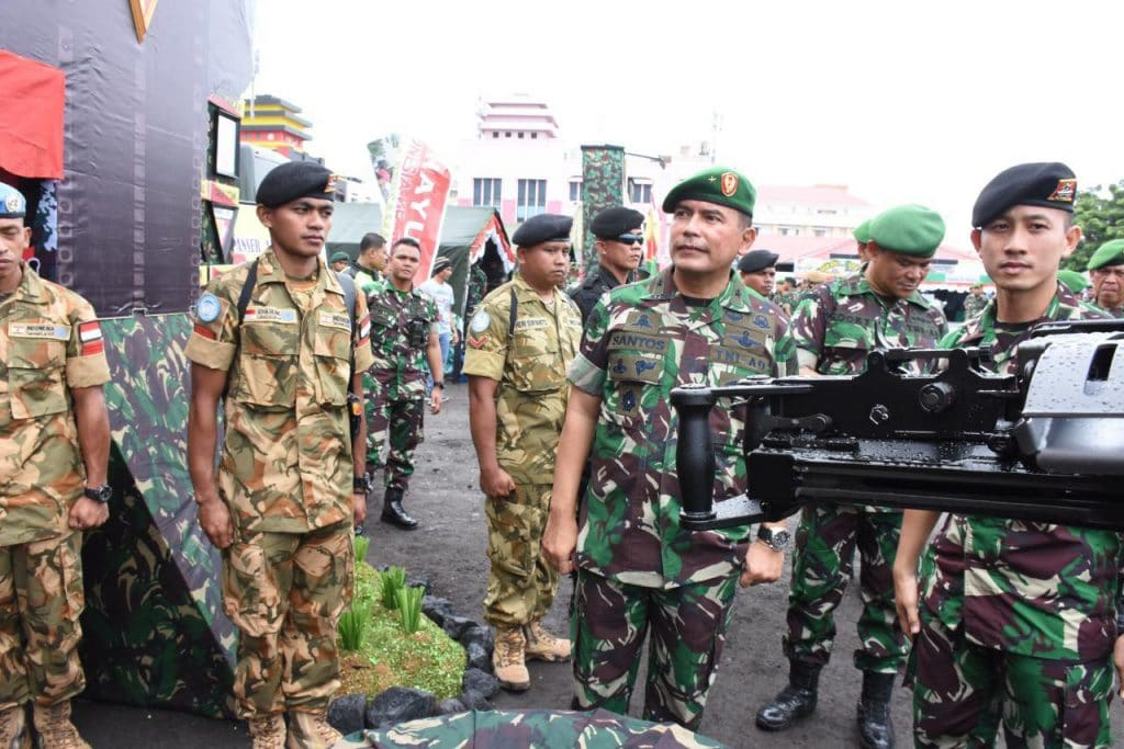 Warga Manado Antusias Saksikan Pameran Alutsista TNI