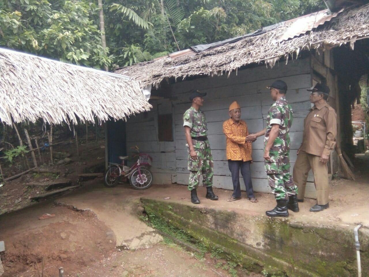 Sambut HUT Ke 72 TNI, Kodim Pidie Rehab Rumah Veteran Pejuang Kemerdekaan