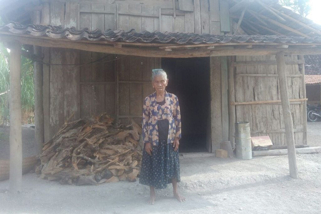 Senangnya Mbah Ngainem, Rumahnya Direnovasi TNI