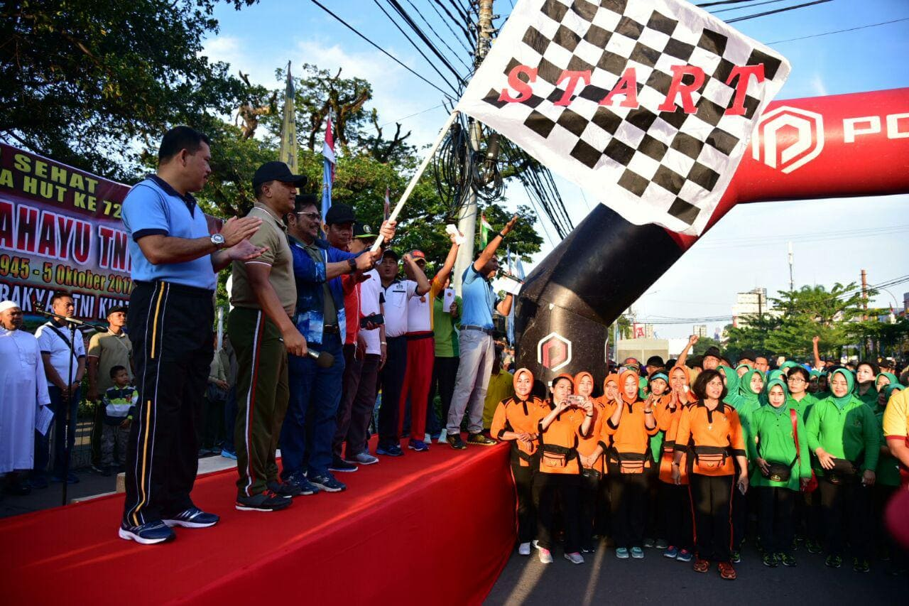 Peringati HUT TNI ke 72, Kodam XIV/Hasanuddin Gelar Jalan Santai