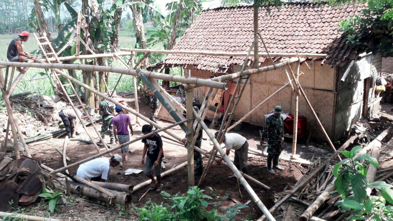 TNI Bangun Rumah Milik Warga Tua Renta di Sumbersari Jember
