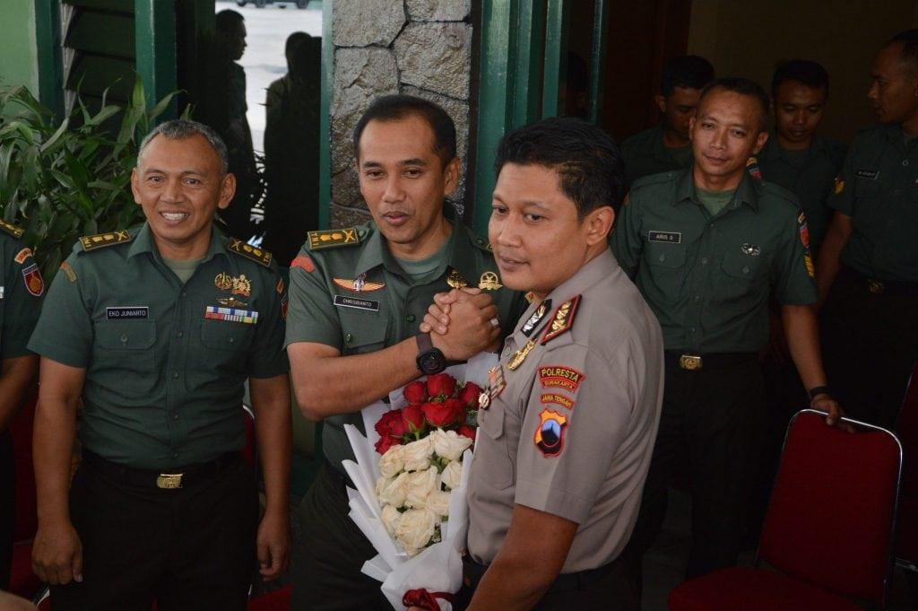 HUT ke-72 TNI, Polresta Surakarta Beri Kejutan Untuk Korem 074/Warastratama