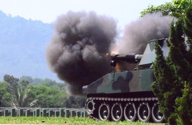 Danpussenarmed Tinjau Uji Fungsi Meriam 155 MM GS M109A4-BE