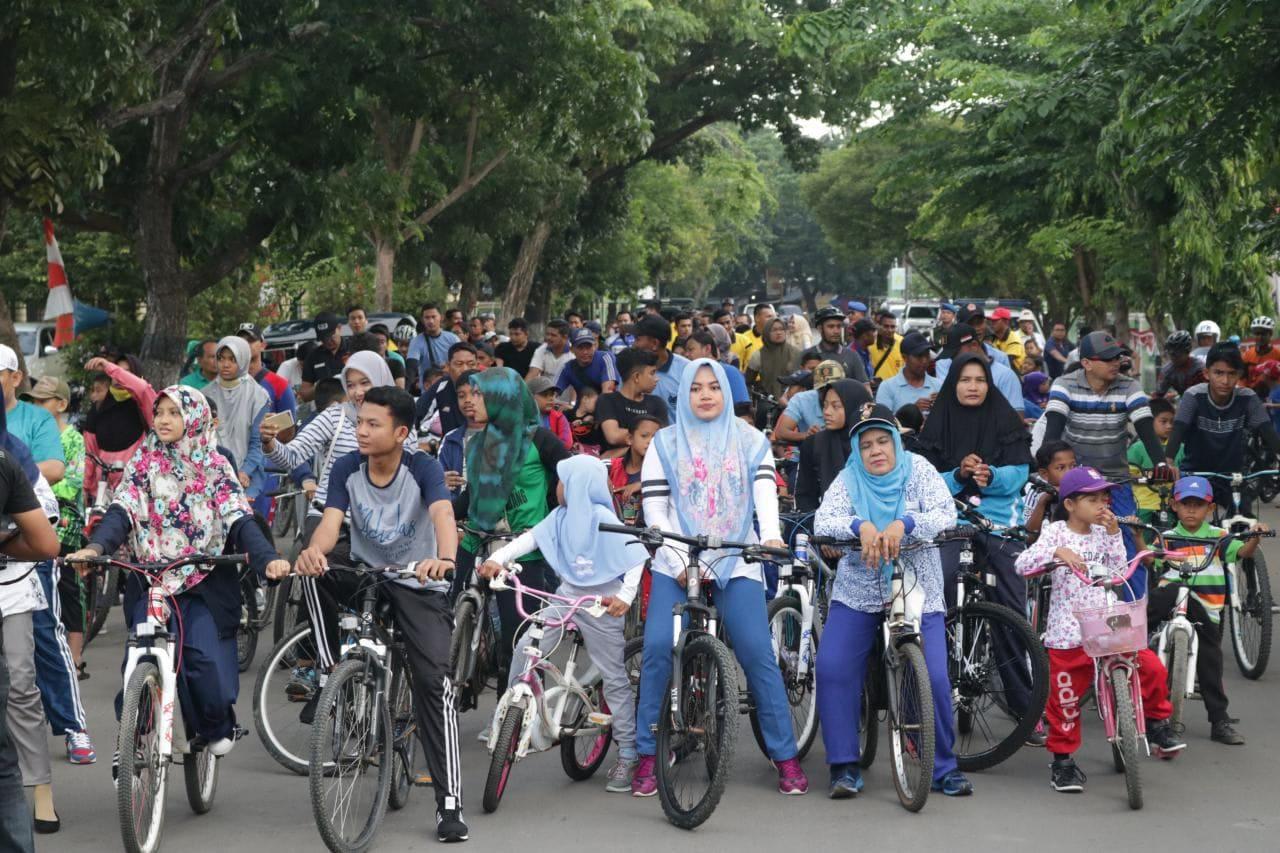 Masyarakat Lhokseumawe Antusias Ikuti Fun Bike HUT ke-72 TNI