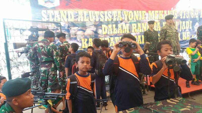 Memeriahkan HUT Kabupaten Karanganyar, Prajurit Kostrad Gelar Pameran Alutsista
