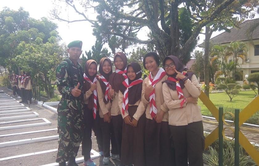 Bangkitkan Nasionalisme Generasi Muda, Prajurit TNI Beri Wawasan Kebangsaan