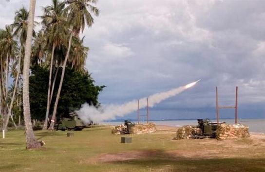 Denarhanud Rudal Bontang Uji Coba Rudal Grom di Pantai Sekerat