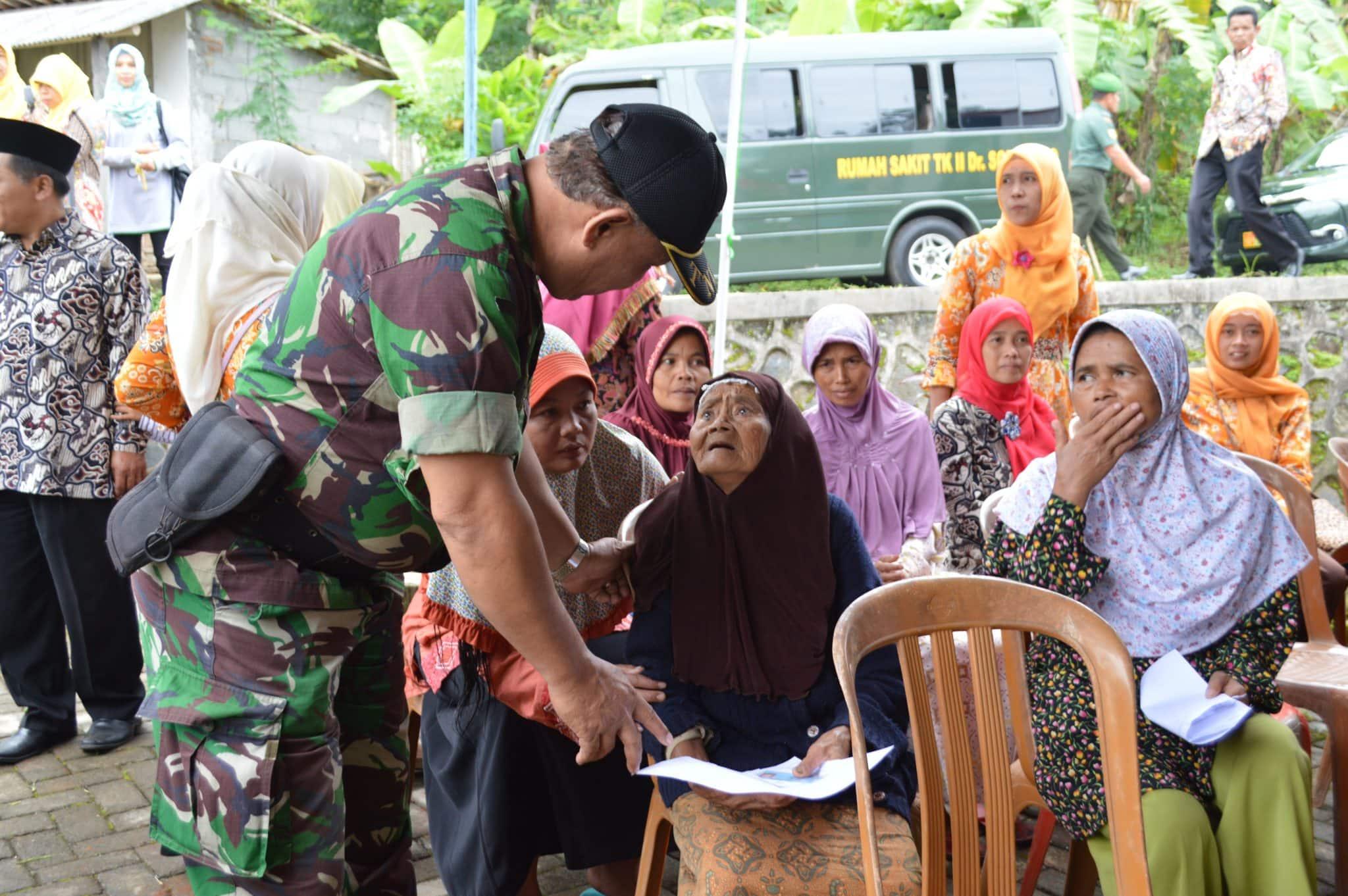 Sambut HJK, TNI Gelar Pengobatan Gratis Dengan mengerahkan Dokter Spesialis