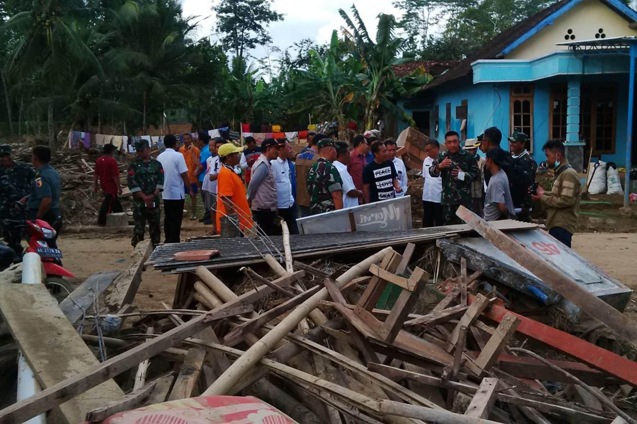 Korem 081/DSJ Renovasi Rumah Korban Banjir Pacitan