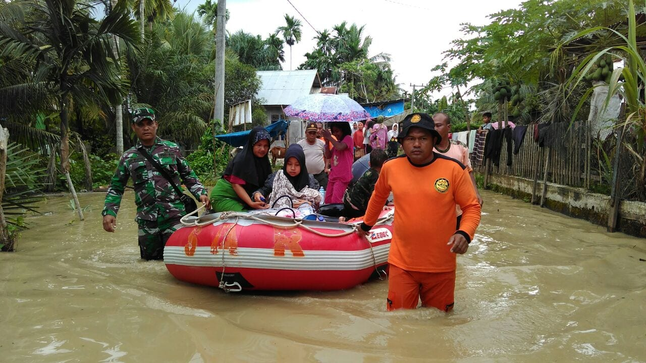 Ratusan Prajurit TNI Diterjunkan Bantu Korban Banjir di Aceh Utara