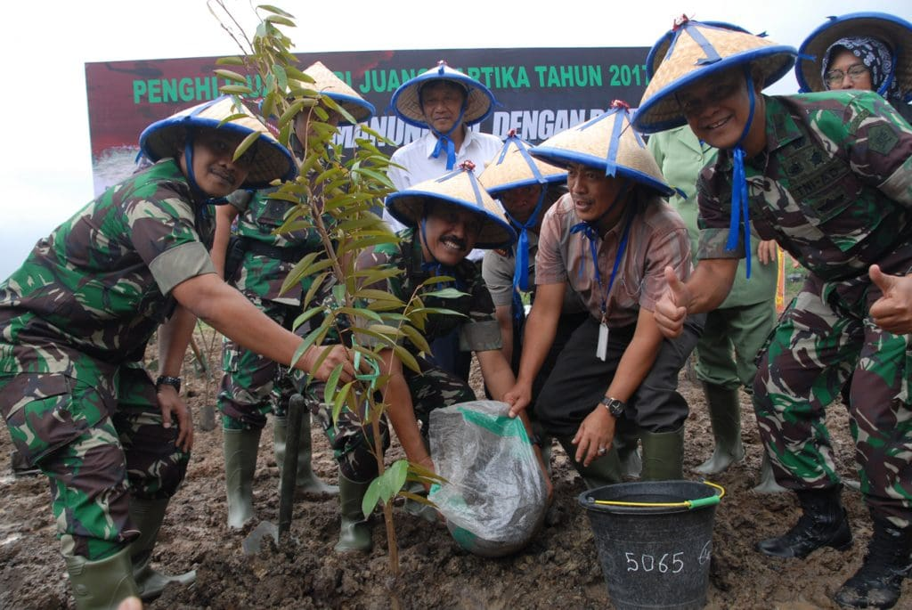 Jaga Ekosistem Alam, TNI AD Tanam 1800 Pohon