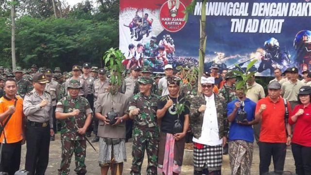 Ribuan TNI Tanam Pohon dan Bersihkan Areal Pura Luhur Batu Lumbung