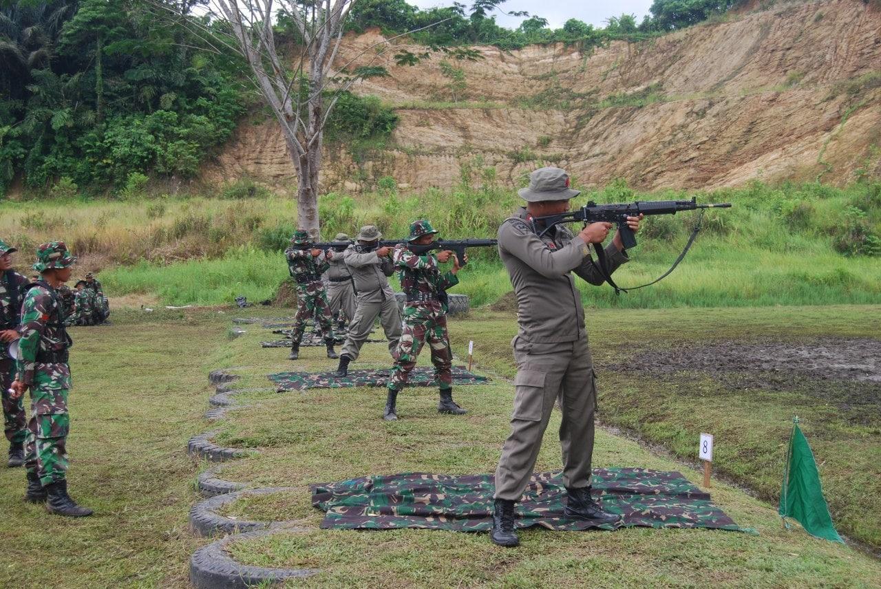 Pererat Kebersamaan TNI-Polri Gelar Latihan Menembak