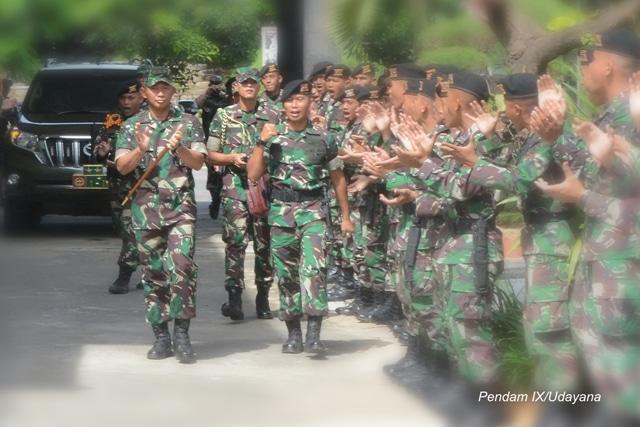 Pangdam IX/Udayana Tinjau Satuan Jajaran