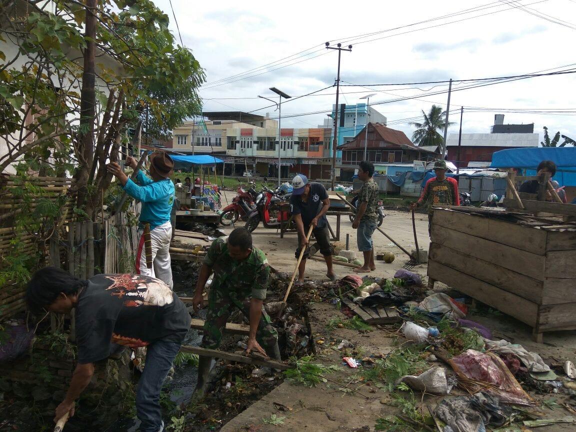 TNI Bersama Masyarakat Kerja Bakti Antisipasi Banjir dan Wabah Penyakit