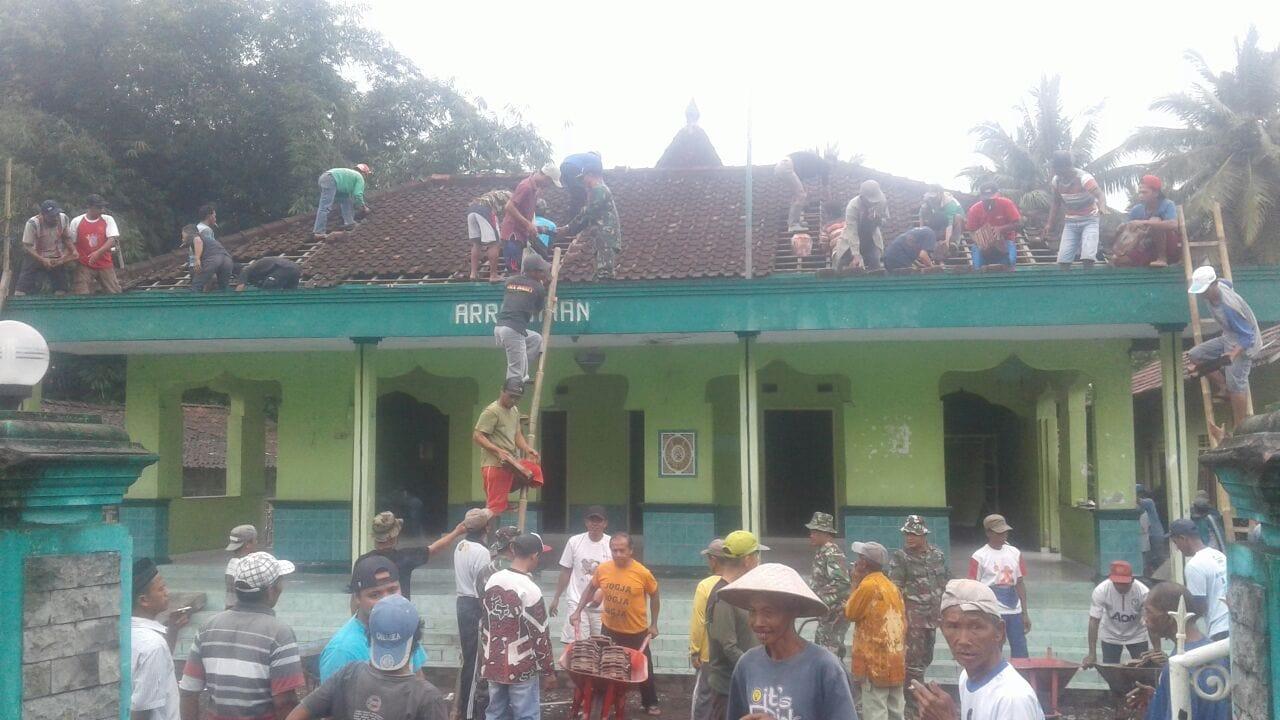 Koramil 16 Srumbung Pererat Kemanunggalan TNI Dengan Rakyat