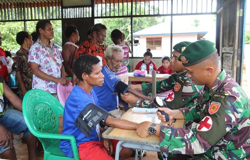 Prajurit Kostrad Gelar Pengobatan Massal di Boven Digoel