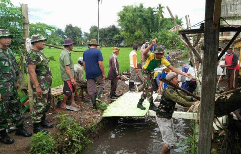 Prajurit Armed Kostrad Laksanakan Karya Bakti