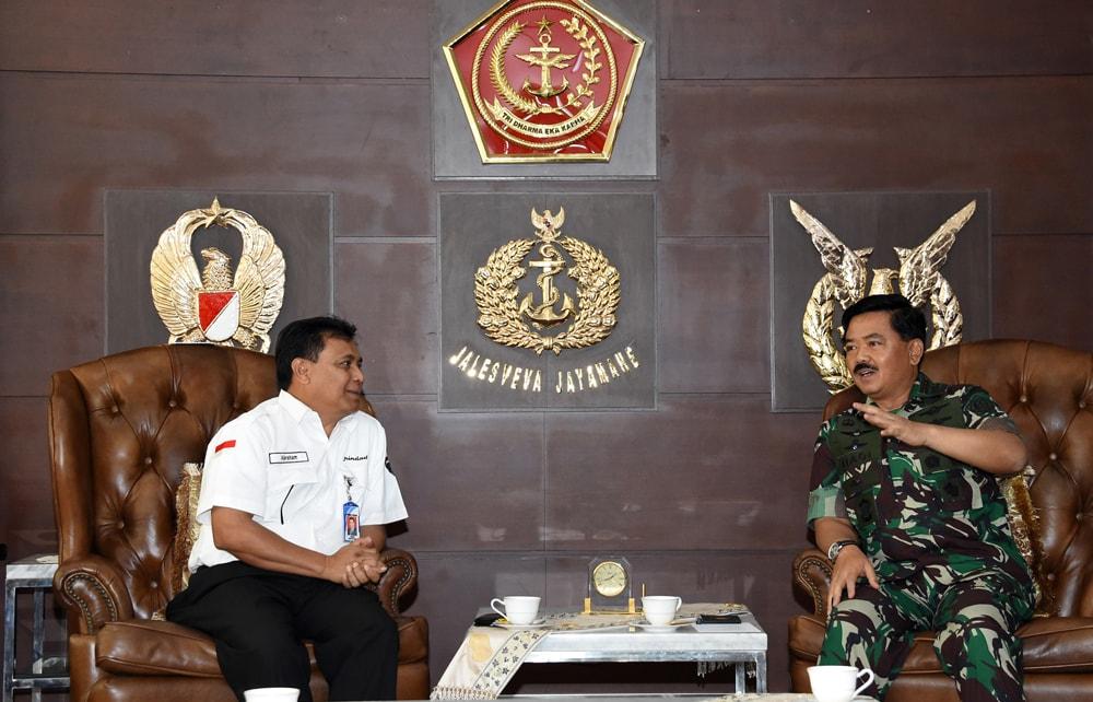 Berita Foto : Panglima TNI Terima Dirut PT. Pindad