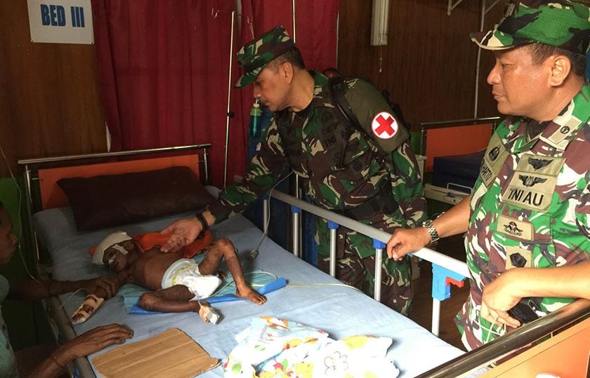 Satgas Kesehatan TNI Bantu Warga Asmat